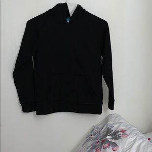 An sweater black color for kids